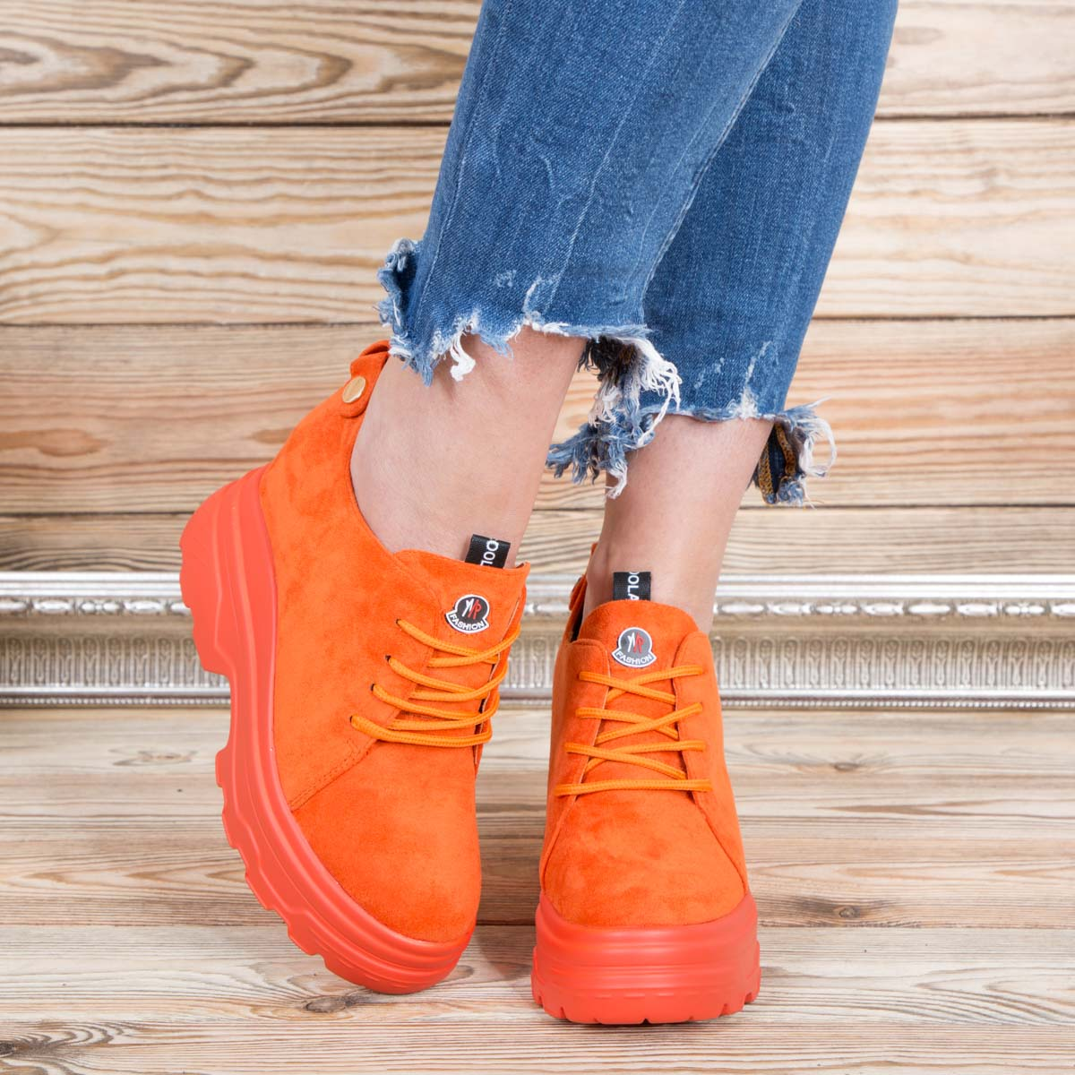 oranjevi-damski-kecove