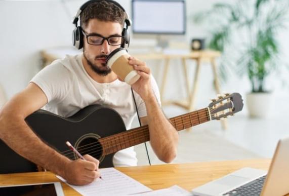 Предимства и недостатъци на социалните мрежи за музикантите